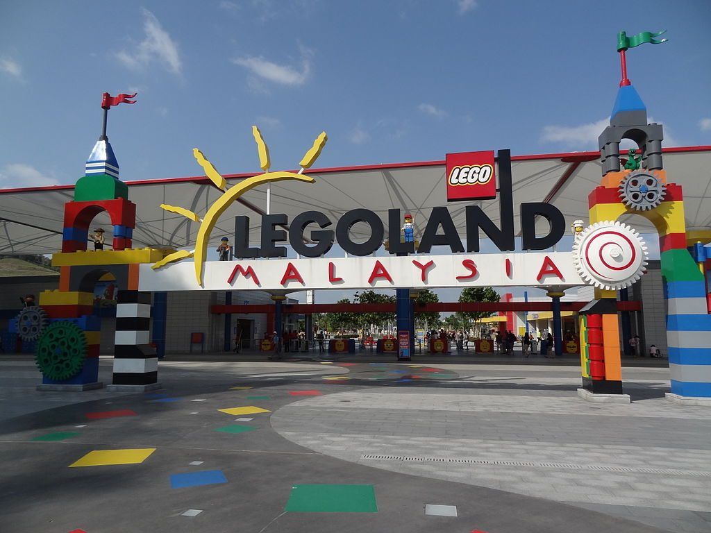 Tour Singapore Malaysia. Singapore Malaysia Tour Package 3 Days. Entrance of Lego Land Malaysia